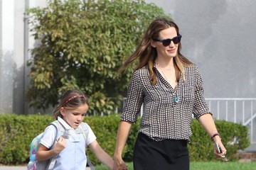 Seraphina Affleck Jennifer Garner Out And About With Her Daughter