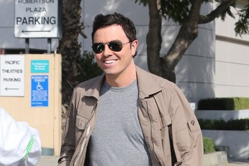 Seth MacFarlane Seth MacFarlane Hangs Out With a Friend