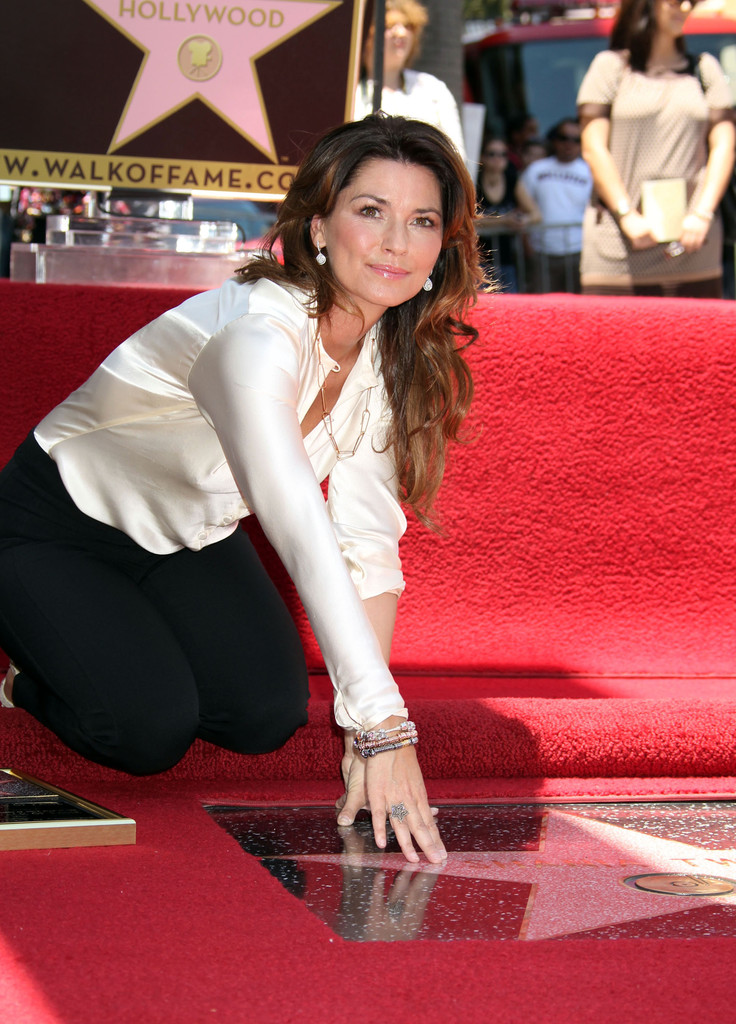 Shania Twain Photos Photos - Shania Twain Hollywood Walk ...