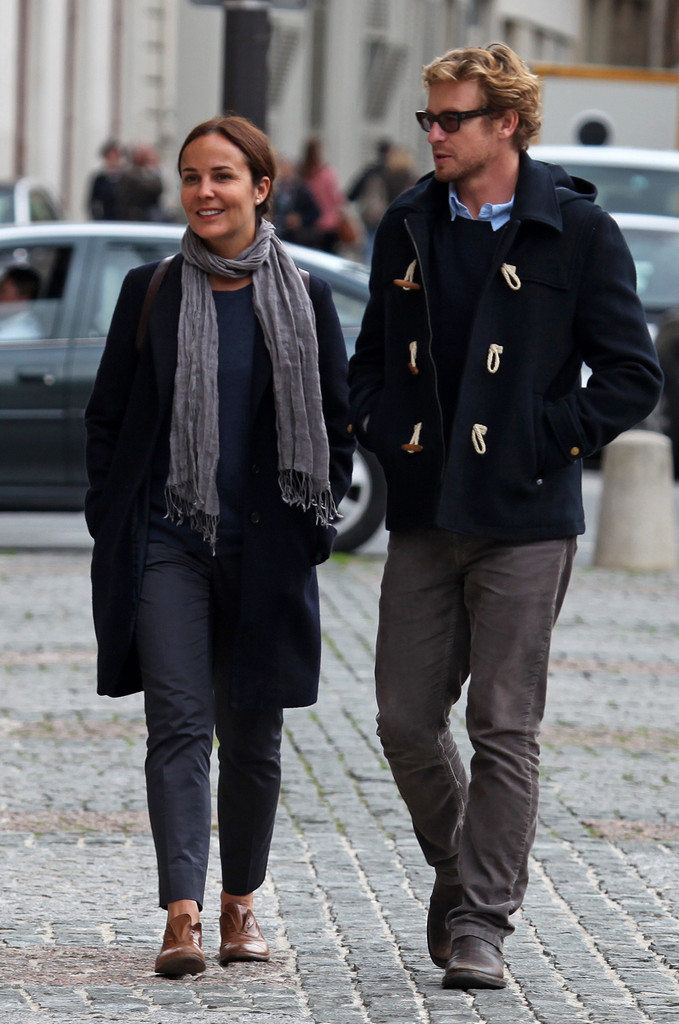 Rebecca Rigg Pictures Simon Baker and His Family Vacation in Paris -