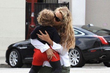 Sky Lauren Elizabeth Berkley and Family Out For Lunch in West Hollywood