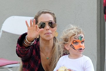 Sky Lauren Elizabeth Berkley & Family At Mr. Bones Pumpkin Patch