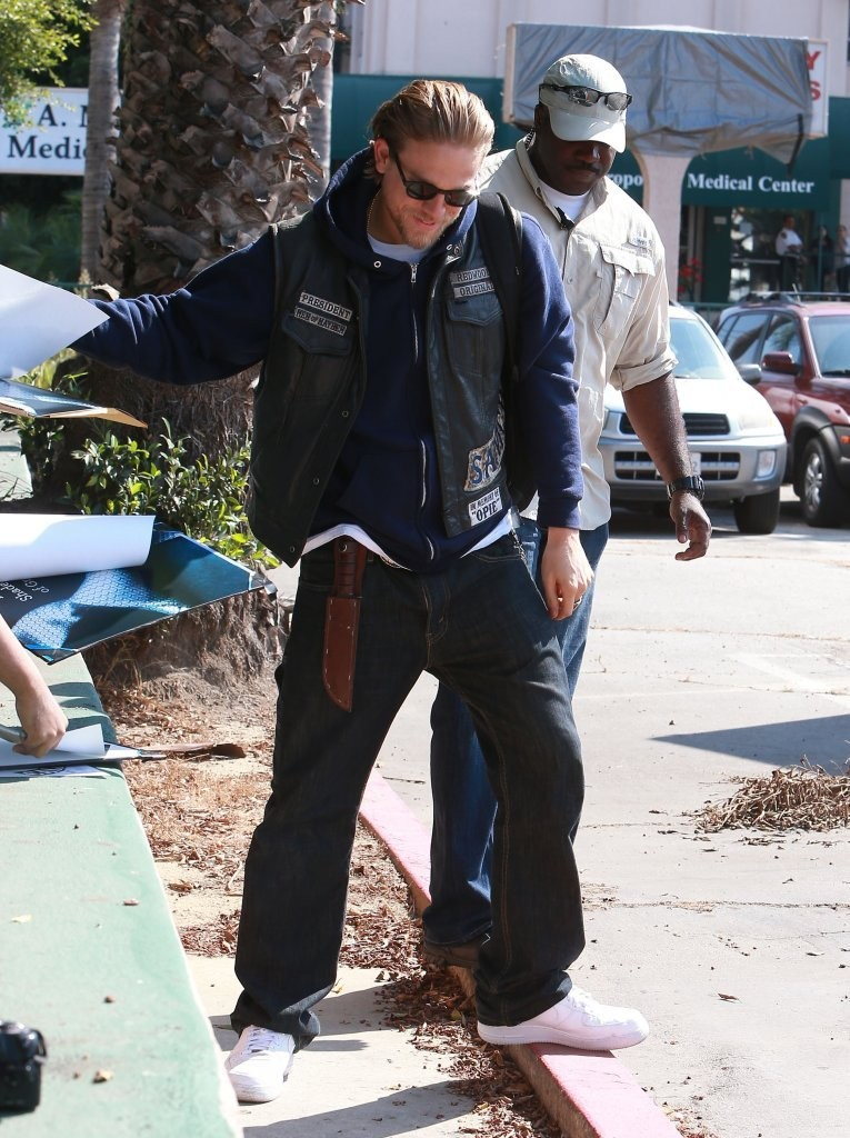 Miller And Sons >> Charlie Hunnam Photos Photos - Scenes from the 'Sons of Anarchy' Set - Zimbio