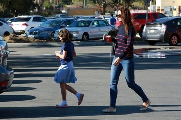 Suri Cruise Katie Holmes and Suri Cruise Grab Starbucks in Calabasas