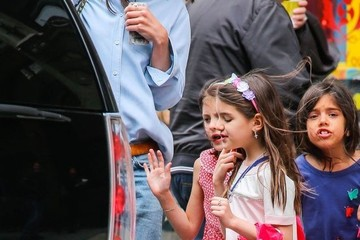 Suri Cruise Katie Holmes Take Suri And Friends To A Candy Store