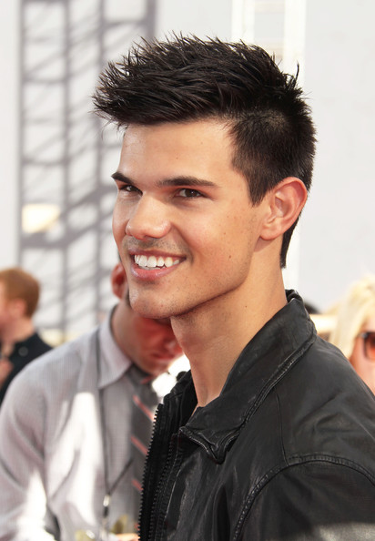 taylor lautner dating 2011 People are still asking taylor lautner about dating taylor swift and by people, we mean john stamos and lea michele.