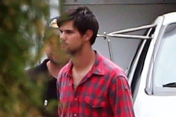Taylor Lautner Taylor Lautner Chows Down on Set