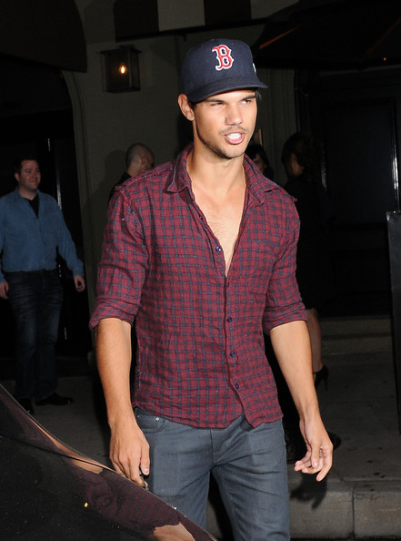 """Twilight"" star Taylor Lautner enjoys dinner at Craig's Restaurant on August 30, 2012 in West Hollywood, California. Taylor recently pulled out of the ""Twilight"" Official Saga Convention (set to take place in early November) along with Robert Pattinson and Kristen Stewart. Did Taylor back out just to avoid all of the questions he'd certainly hear about the couple's drama?"
