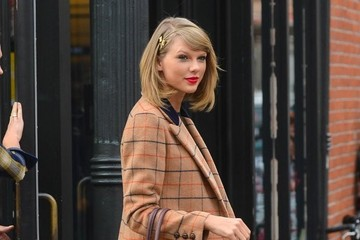 Taylor Swift Karlie Kloss Taylor Swift Shops With Karlie Kloss In NYC