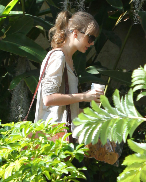 Taylor Swift - Taylor Swift Needs Her Starbucks 2