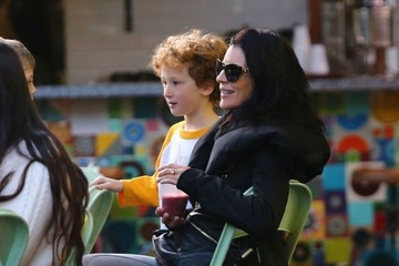 Tennyson Sanders Liberty Ross Takes Her Son To Get A Smoothie