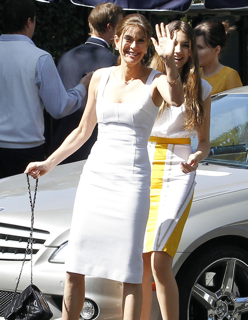 Fbsex http://www.zimbio.com/photos/Teri+Hatcher/Teri+Hatcher+Daughter+Emerson+Arriving+Bel/37qo6-4fbse