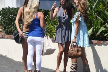 Tiffany Stanley Leilani Dowding and Her Model Friends Grab Lunch