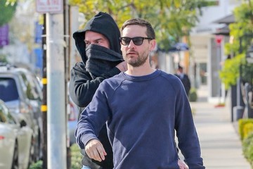 Tobey Maguire Toby Maguire And Family Get Coffee At Verve In Weho