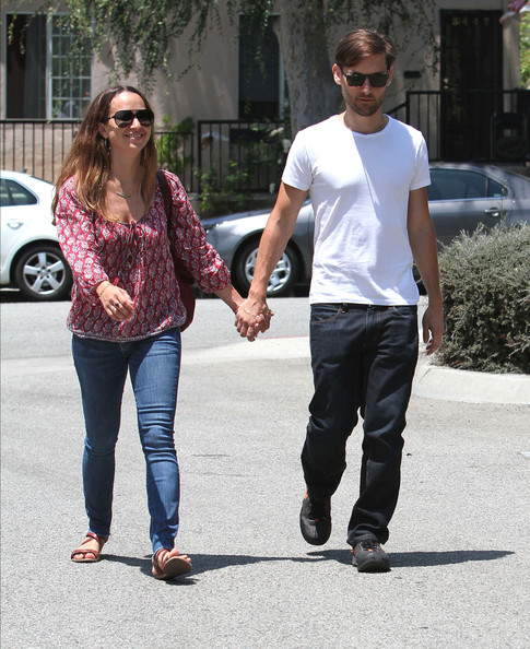 Tobey Maguire And Jennifer Meyer Looking A Schools []