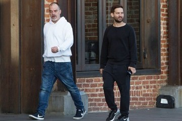Tobey Maguire Tobey Maguire Goes Out With a Friend in Venice