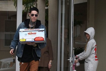 Trace Cyrus Trace & Noah Cyrus Bring Their Grandmother Christmas Dinner