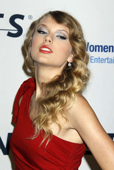 Taylor Swift 2010 Prom Hairstyles 2010 Prom Hairstyles