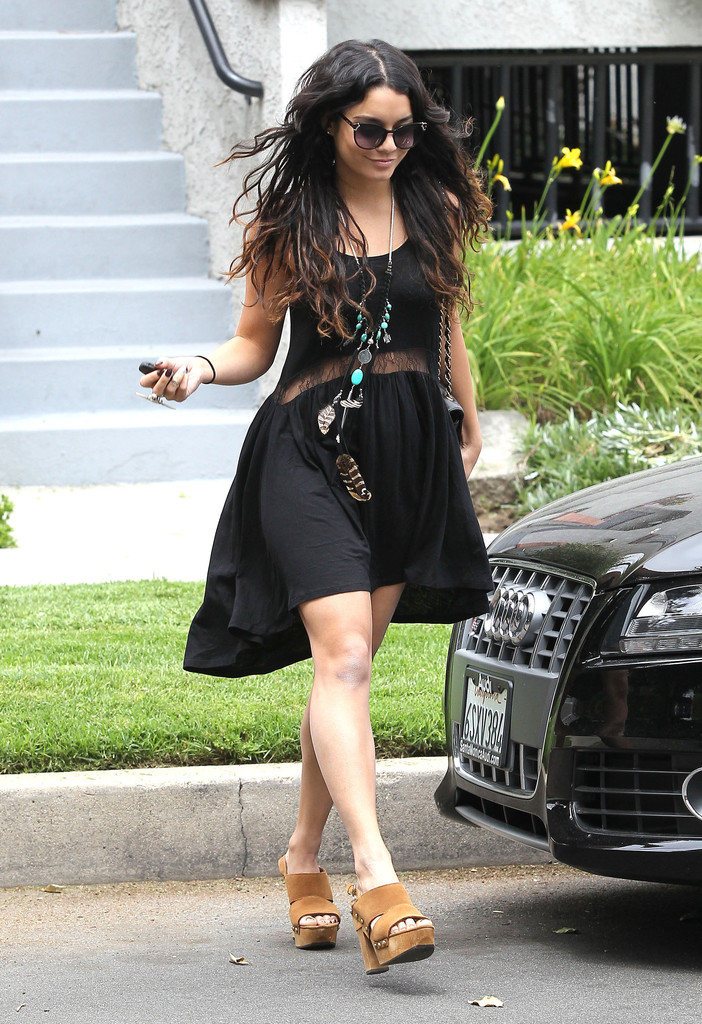 Vanessa Hudgens Photos Photos Vanessa Hudgens Out Shopping In Studio City Zimbio