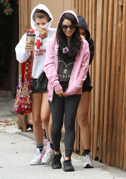 Vanessa Hudgens - Vanessa Hudgens And Friends Out For Lunch