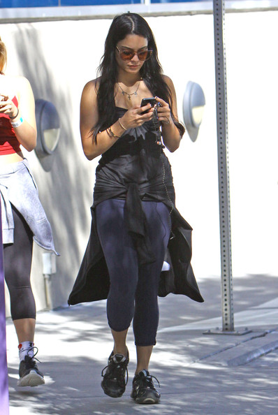 Vanessa Hudgens - Vanessa & Stella Hudgens Get Juice After Their Work Out