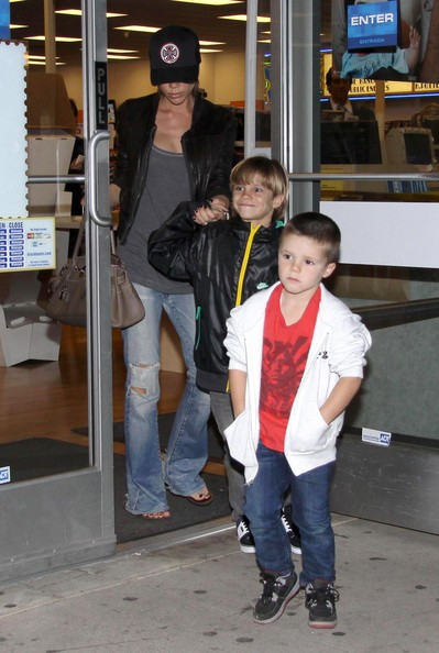 Singer Victoria Beckham seen taking her kids Brooklyn, Romeo and Cruz to a Blockbuster Video to rent a movie in Hollywood, CA.
