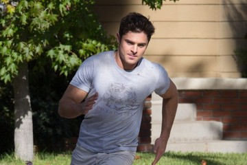 Zac Efron Stars on the Set of 'Neighbors 2: Sorority Rising' in Los Angeles
