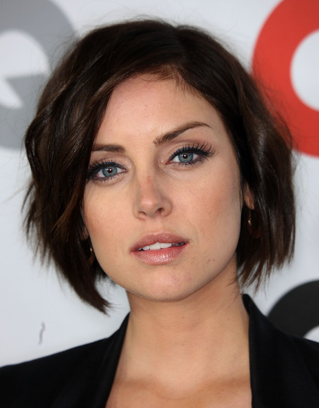 ... side-swept bob. She added a bit of dimension by giving her bangs a
