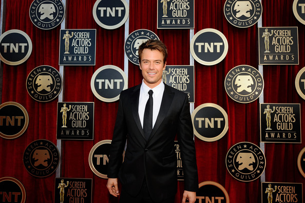 Actor Josh Duhamel arrives at the 17th Annual Screen Actors Guild Awards held at The Shrine Auditorium on January 30, 2011 in Los Angeles, California.
