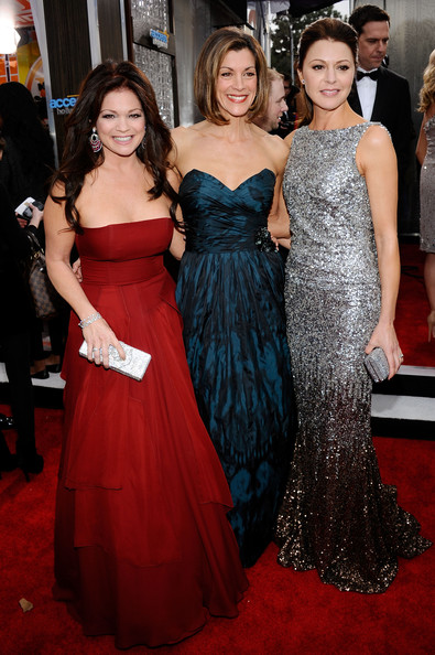 (L-R) Actresses Valerie Bertinelli, Wendie Malick and Jane Leeves arrive at the 17th Annual Screen Actors Guild Awards held at The Shrine Auditorium on January 30, 2011 in Los Angeles, California.