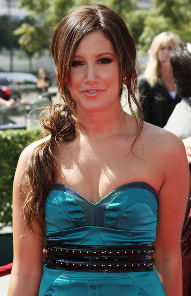 The messy, gathered ponytail a brunette Tisdale sported at the 2009