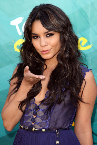 Actress Vanessa Hudgens arrives at the 2009 Teen Choice Awards held at