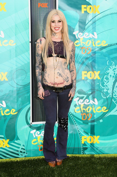 Tattoo artist and TV personality Kat Von D arrives at the 2009 Teen Choice
