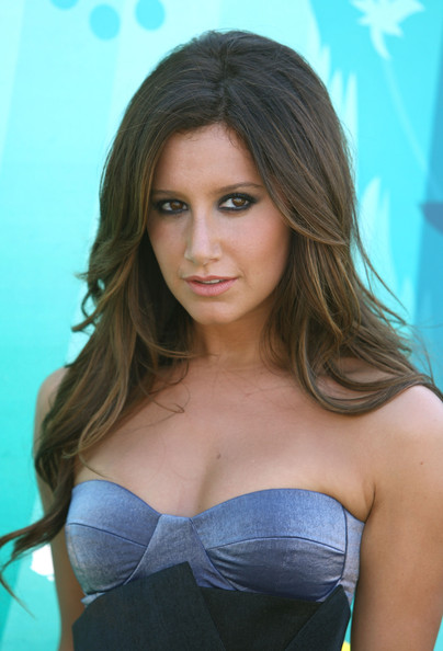 Ashley Tisdale Actress Ashley Tisdale arrives at the 2009 Teen Choice Awards ...