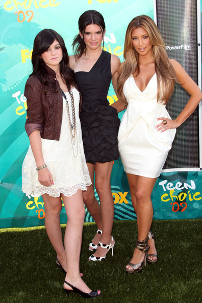 Kendall Jenner (L-R) TV Personalities Kylie Jenner, Kendall Jenner and Kim Kardashian arrives at the 2009 Teen Choice Awards held at Gibson Amphitheatre on August 9, 2009 in Universal City, California.