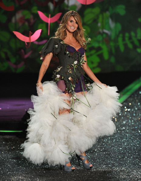 Model Heidi Klum attends the Victoria's Secret fashion show at The Armory on November 19, 2009 in New York City.
