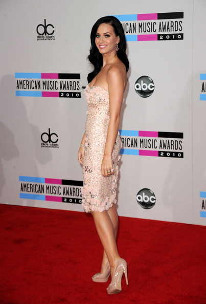 Singer Katy Perry arrives at the 2010 American Music Awards held at Nokia Theatre L.A. Live on November 21, 2010 in Los Angeles, California.