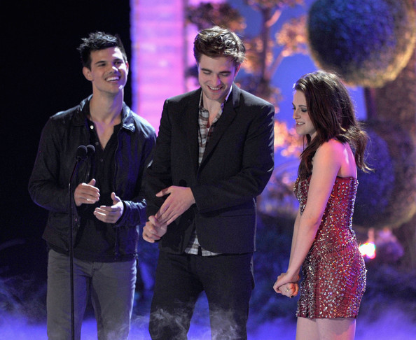 robert pattinson and kristen stewart 2011 mtv awards. Kristen+Stewart in 2011 MTV