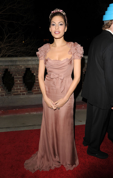 "Actress Eva Mendes arrives at the 2011 Art Of Elysium ""Heaven"" Gala held at the California Science Center on January 15, 2011 in Los Angeles, California."