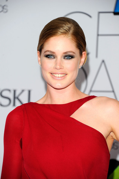 Doutzen Kroes attends the 2011 CFDA Fashion Awards at Alice Tully Hall, Lincoln Center on June 6, 2011 in New York City.