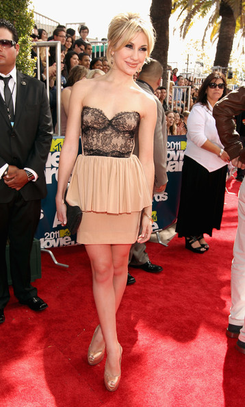 Actress Chelsea Kane arrives at the 2011 MTV Movie Awards at Universal Studios' Gibson Amphitheatre on June 5, 2011 in Universal City, California.