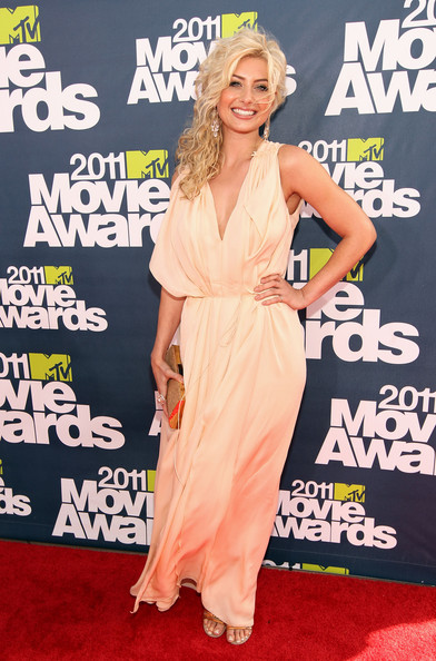 Actress Alyson Michalka arrives at the 2011 MTV Movie Awards at Universal Studios' Gibson Amphitheatre on June 5, 2011 in Universal City, California.