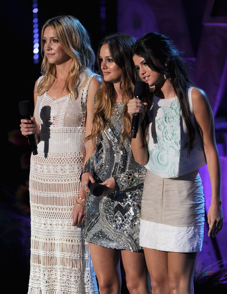 (L-R) Actresses Katie Cassidy, Leighton Meester, and Selena Gomez speak onstage during the 2011 MTV Movie Awards at Universal Studios' Gibson Amphitheatre on June 5, 2011 in Universal City, California.