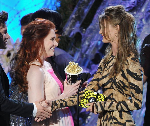 Actress Bryce Dallas Howard (L) accepts the Best Fight award from actress Rosie Huntington-Whiteley onstage during the 2011 MTV Movie Awards at Universal Studios' Gibson Amphitheatre on June 5, 2011 in Universal City, California.