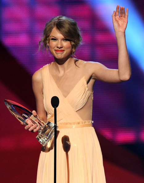 Singer Taylor Swift accepts the Favorite Country Artist award onstage during the 2011 People's Choice Awards at Nokia Theatre L.A. Live on January 5, 2011 in Los Angeles, California.