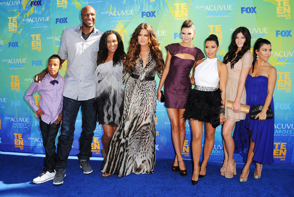 (L-R) TV personalities Lamar Jr., Lamar Odom, daughter Destiny, Khloe Kardashian, Kendall Jenner, Kim Kardashian, Kylie Jenner and Kourtney Kardashian arrive at the 2011 Teen Choice Awards held at the Gibson Amphitheatre on August 7, 2011 in Universal City, California.