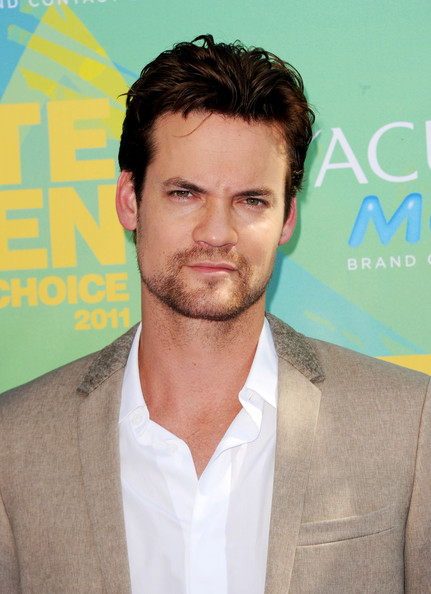 Actor Shane West arrives at the 2011 Teen Choice Awards held at the Gibson Amphitheatre on August 7, 2011 in Universal City, California.