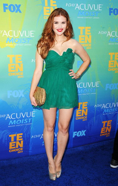Actress Holland Roden arrives at the 2011 Teen Choice Awards held at the Gibson Amphitheatre on August 7, 2011 in Universal City, California.