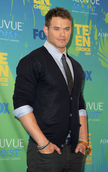 Actor Kellan Lutz poses in the press room during the 2011 Teen Choice Awards held at the Gibson Amphitheatre on August 7, 2011 in Universal City, California.