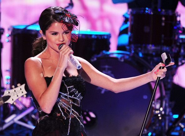 Singer Selena Gomez of Selena Gomez & The Scene perform onstage during the 2011 Teen Choice Awards held at the Gibson Amphitheatre on August 7, 2011 in Universal City, California.